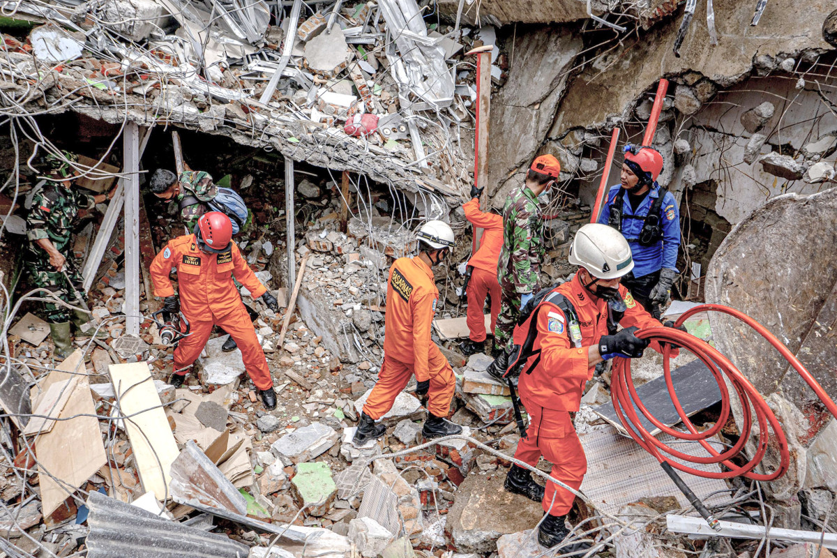 Aftershocks rock Indonesia as earthquake death toll rises
