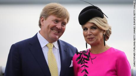 The king of the Netherlands cuts a short vacation in Greece after criticism