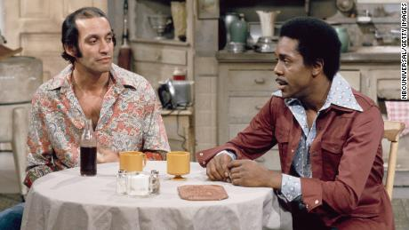 Gregory Sierra (left) as Julio Fuentes' neighbor in an episode of & quot;  Sanford and Sun & quot;