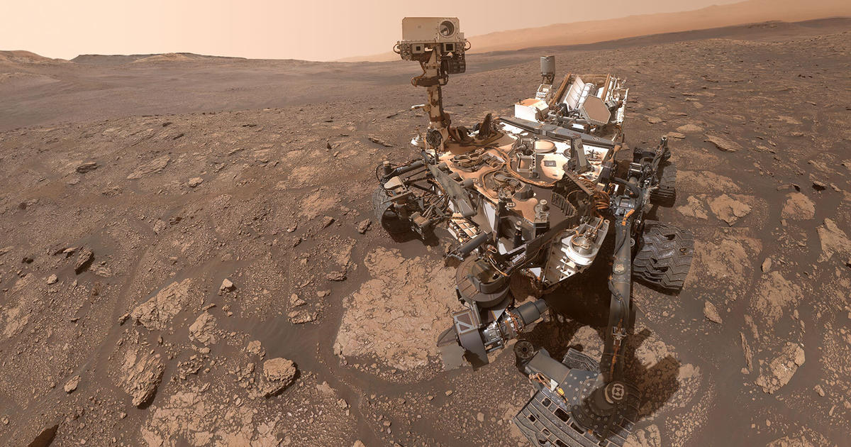 NASA's Curiosity spacecraft celebrates 3,000 days on Mars with a stunning panorama of the planet