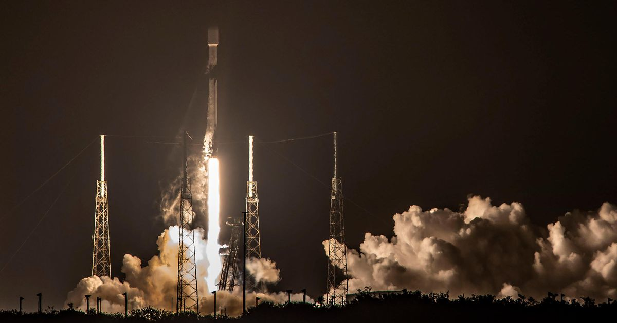SpaceX lands its first Falcon 9 rocket in 2021 as if it were nothing