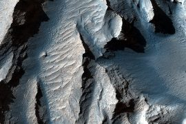 "This breathtaking close-up of Mars ""Grand Canyon"" gives us goosebumps"