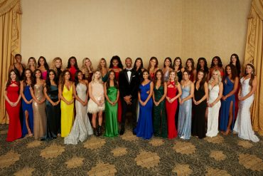 """Why do """"Bachelor"""" contestants end up wearing the same dresses?"""