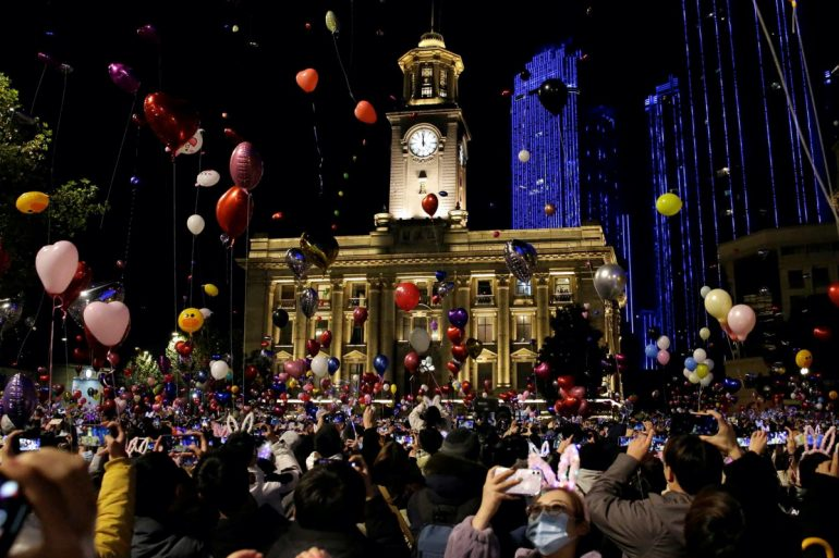 Wuhan celebrates 2021 with crowds